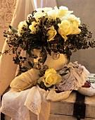 Rosenstrauss und Accessoire für die Dame