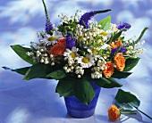 Bunter Blumenstrauss mit Maiglöckchen