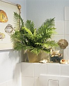 Bath with maritime look with flotsam, picture and fern