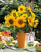Sonnenblumen, Hühnerhirse und Efeu