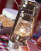 One hurricane lamp as table lighting at American snack party