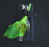 Cutlery with lily and fabric napkin