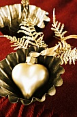 Christmas decoration: gold heart in baking tin