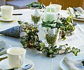 Weihnachtliche Tischdeko in Silber