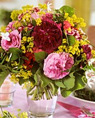 Summery arrangement of roses and lady's mantle