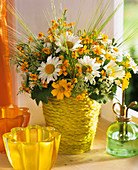 Arrangement of marguerites, Tagetes and cow parsley