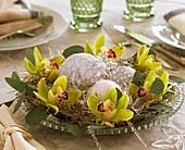 Kranz aus Orchideen und Eucalyptus als Weihnachtsdeko
