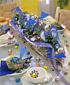 Easter table decoration: garland, chocolate & quail's eggs