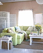 Sitting room with sofa, table and screen