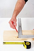 Making a wooden folding table (marking an angle)