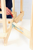 Making a wooden folding table (marking position of hinges)