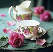 Rose-patterned tea things