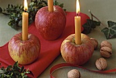 Christmas table decoration: hollowed-out apples with candles