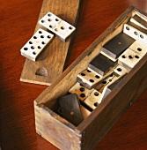 Dominosteine in der Schachtel