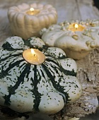 Original candleholders: pumpkins with tea lights