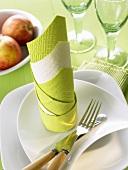 Napkin folding design: 'Two-coloured column'
