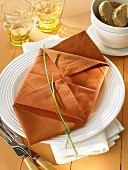 Napkin folding design: 'Double envelope'