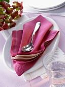 Napkin folding design: 'Pregnant Oyster'