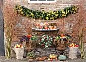 Ein herbstlich dekorierter Innenhof für das Erntedankfest