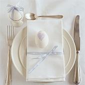Ein Tischgedeck zu Ostern