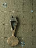 Raumdekoration aus Holz, Stoff, Perlen