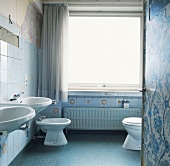 Bathroom with twin sinks, toilet and bidet