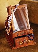 Jewellery box with mirror