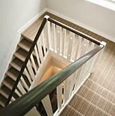 Zweiläufiger Treppenaufgang aus der Vogelperspektive