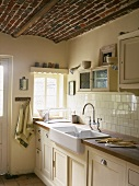 Eine romantisch-rustikale Küche mit einer Kuppeldecke aus Backstein