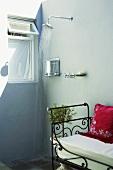 Eine einfache Aussendusche auf der Terrasse