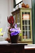 Flower arrangement (table decoration)
