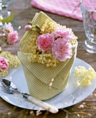 Napkin decorated with pink roses and elderflowers