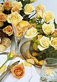 Cream-coloured roses (table decoration)