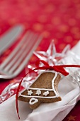 A gingerbread bell decorating a napkin