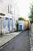 Gasse in Chablis, Frankreich