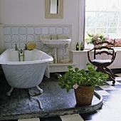 An open, old fashioned bathroom in an English country house