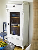 White display cabinet (farmhouse style) with crockery