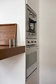 Küchengeräte im Einbauschrank