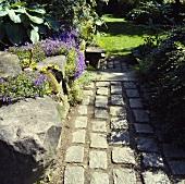 Pflastersteine im Garten