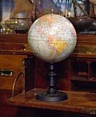 Eine antike Weltkugel