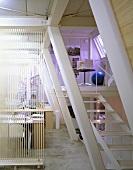 Büro mit Treppe zur Empore