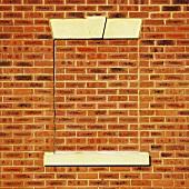 Backstein-Mauer mit Umrissen eines Fensters