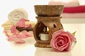 Duftlampe, rosa Rose, Handtücher und Seife