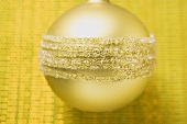 Gold Christmas tree bauble (close-up)