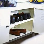 Opened shoe cabinet