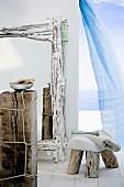 Spiegel, Hocker & Ablagetisch aus Strandgut künstlerisch gestaltet