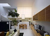 Open, modern maisonette apartment with home office and dining area
