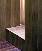 Ausschnitt eines Holzeinbaus mit Einbaustrahler