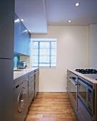Funktionale Küche mit Edelstahlfronten