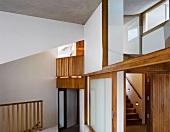 Zeitgenössisches Haus mit vielen Öffnungen und Ausblicken